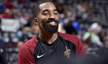 Los Angeles Lakers para firmar J.R. Smith